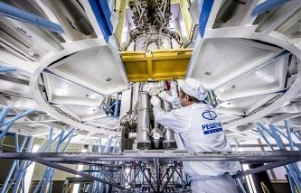 Шойгу проинспектировал в Железногорске строительство космических аппаратов для Минобороны