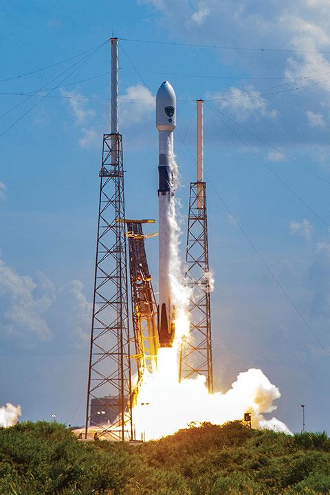 Запуск КА SV04 в декабре 2020 года. КА SV05, который станет 24-м спутником, передающим военный сигнал M-Code, будет запущен в июле 2021 года, тем самым обеспечивая переход к системе ранней эксплуатации M-Code. (Фото: Космические войска США)